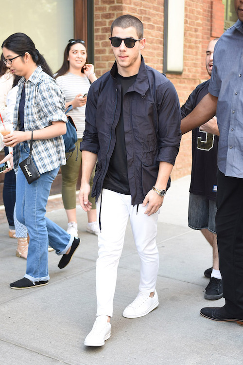 how-to-wear-mens-white-sneakers