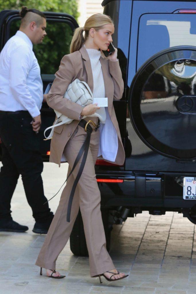 rosie-huntington-whiteley-brown-suit