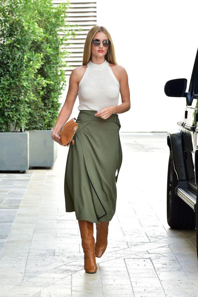 rosie-huntington-whiteley-green-skirt