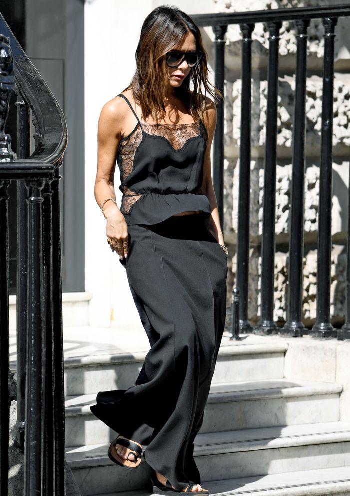 victoria-beckham-black-lace